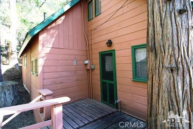 52761 Pine Ridge Road, Idyllwild CA: http://media.crmls.org/medias/61c94d16-b49d-49a9-b00a-bf7f8809651f.jpg