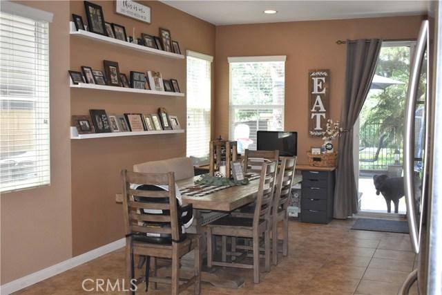 6272 Beth Page Drive, Fontana CA: http://media.crmls.org/medias/61ce545a-0bf7-4c9b-bc8a-c7ecd56fa938.jpg