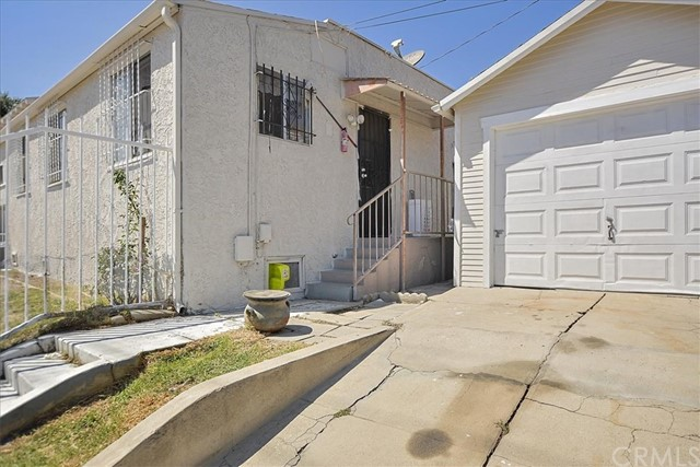 817 W 90th St, Los Angeles CA: http://media.crmls.org/medias/61d05954-e8a1-4a0f-9d4c-fa0d9079b71a.jpg