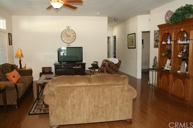24001 Muirlands Boulevard, Lake Forest CA: http://media.crmls.org/medias/61d5da39-e90f-4c01-b05d-c5da45721caf.jpg