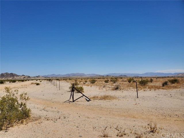 1 Indian Trail, 29 Palms CA: http://media.crmls.org/medias/61e099d0-f30d-4c1e-b7ec-f4b5550976c8.jpg