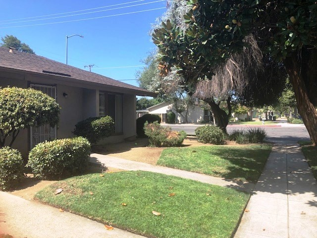 Detail Gallery Image 1 of 5 For 4814 Rialto Ave #101, Fresno, CA 93726 - 2 Beds   1 Baths