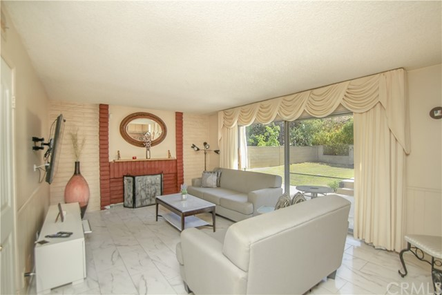 618 Great Bend Drive, Diamond Bar CA: http://media.crmls.org/medias/61fa8d6e-210f-400a-a8cd-9532675ded44.jpg