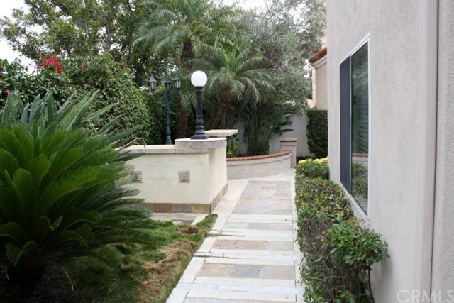 20 Del Azul, Irvine CA: http://media.crmls.org/medias/6208e651-5bd7-46b8-9e63-29c66f7072c2.jpg