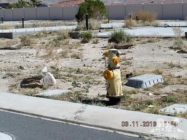 0 Bald Eagle Lane, Desert Hot Springs CA: http://media.crmls.org/medias/62157069-ffb2-4611-aaf1-d015727bc849.jpg