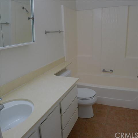 18236 Muir Woods Court, Fountain Valley CA: http://media.crmls.org/medias/6246f83d-1b0a-4223-b75a-f8bd8ca17f95.jpg