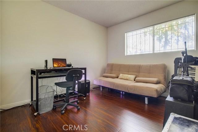 9009 Oneida Avenue, Sun Valley CA: http://media.crmls.org/medias/62603d88-7faf-4f0b-a5db-59f36c3703f3.jpg