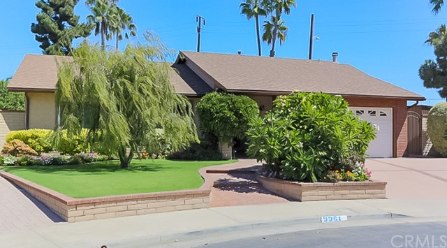 9961 Bond Circle, Huntington Beach CA: http://media.crmls.org/medias/628b3f18-ed28-4e4f-8874-f71f41522de0.jpg