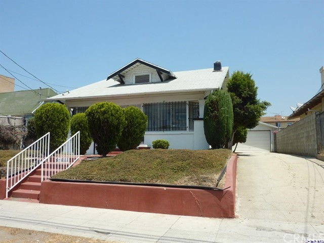 4817 Lexington Avenue, Los Angeles CA: http://media.crmls.org/medias/628c37d8-279c-4974-a898-0e91510c2457.jpg