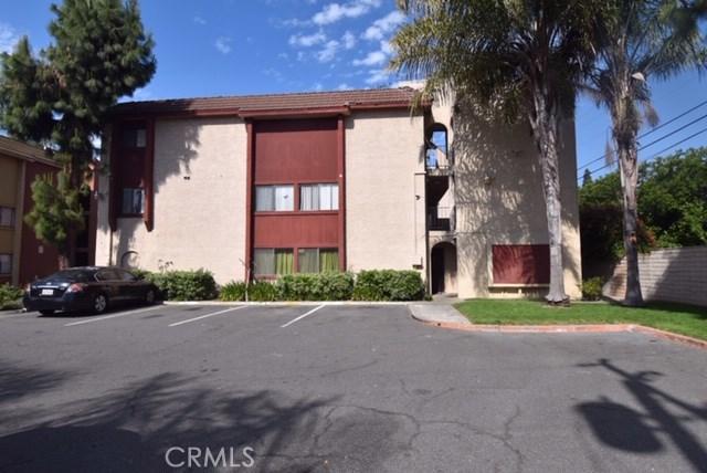 1025 Bishop Street, Santa Ana CA: http://media.crmls.org/medias/62b37f2b-54f6-4129-b9f1-91e214eeb068.jpg