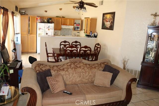 10695 Moorfield Street, Adelanto CA: http://media.crmls.org/medias/62b395ee-aea6-4514-9cfc-3fda4e5b75c1.jpg