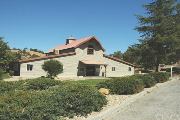 5040 Meadow Lark Lane, Paso Robles CA: http://media.crmls.org/medias/62b520c0-3880-4fe8-aa99-18ecc2c577b1.jpg