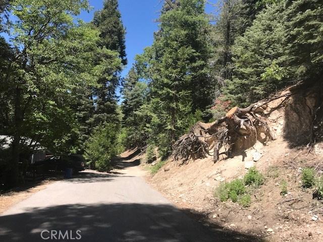 521 Hillside Drive, Lake Arrowhead CA: http://media.crmls.org/medias/62d93a30-f258-4a1a-b8db-1a576c6a0d49.jpg