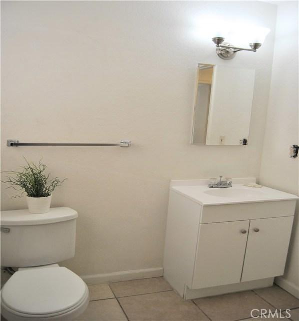 16033 Puesta Del Sol Drive, Victorville CA: http://media.crmls.org/medias/62db09f4-a90a-4b44-8088-70621f94de57.jpg