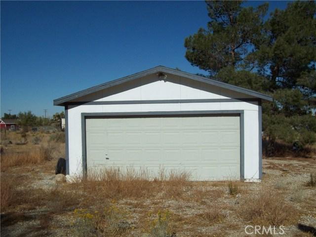 11232 Anderson Ranch Road, Phelan CA: http://media.crmls.org/medias/62f9099f-de30-479c-a548-47a3e9c38938.jpg