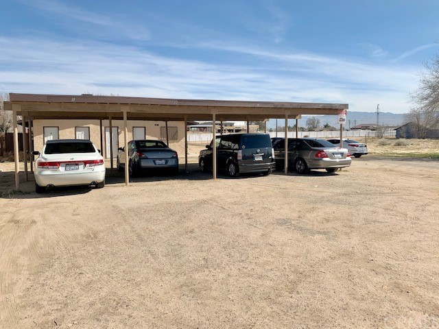 13401 Navajo Road, Apple Valley CA: http://media.crmls.org/medias/630496d5-6224-42d9-a268-2a4d5ba526de.jpg
