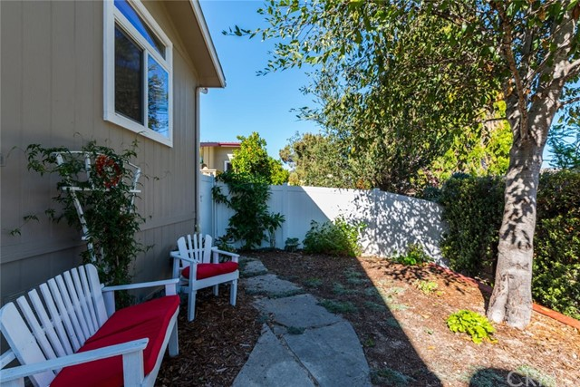 125 Riverview, Avila Beach CA: http://media.crmls.org/medias/630947d9-8e5e-428a-9774-a9f2bacd5f61.jpg
