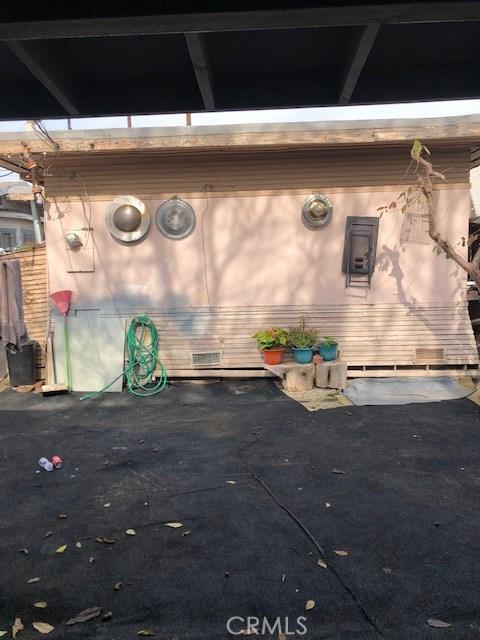 400 E 59th Place, Los Angeles CA: http://media.crmls.org/medias/630c9fb8-7917-4a7f-9db3-5785e4845b3c.jpg