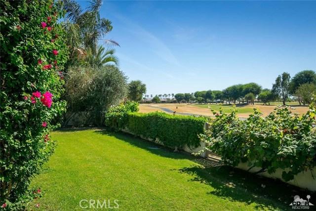 79525 Mandarina, La Quinta CA: http://media.crmls.org/medias/632d03f8-aa7f-4965-a068-a890f2c977dc.jpg