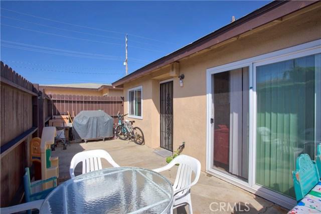 2077 Wallace Avenue, Costa Mesa CA: http://media.crmls.org/medias/63331f5e-b325-44d8-95d6-8ec8269e7c37.jpg