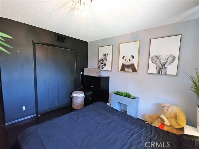 386 Deborah Court, Upland CA: http://media.crmls.org/medias/634cfb89-5482-4211-8aac-9556109a559d.jpg
