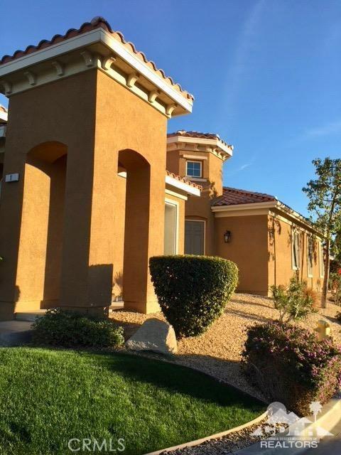 1 Lake Como Court, Rancho Mirage CA: http://media.crmls.org/medias/6358ceaf-7866-4a2e-84c8-c09e608bd0e9.jpg