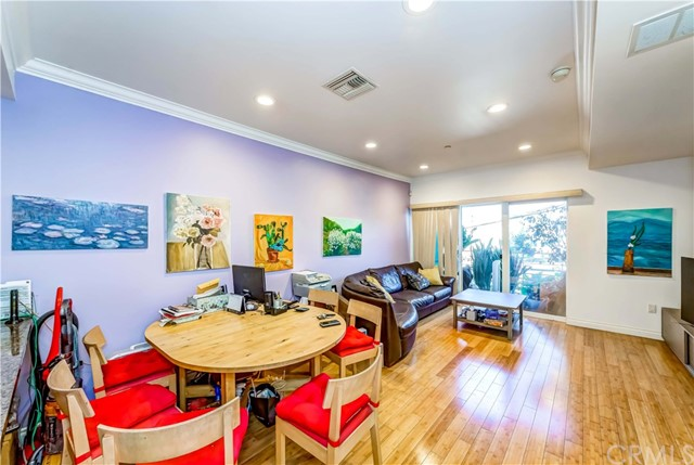 3061 W 12th Place, Los Angeles CA: http://media.crmls.org/medias/635dd9dd-0999-4f23-bd52-2b66936cac3d.jpg