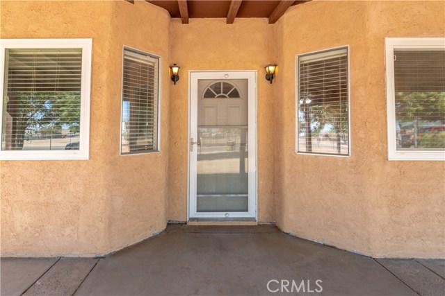 15785 Ash Street, Hesperia CA: http://media.crmls.org/medias/635eb0dd-cbdb-45e2-a888-308214957b14.jpg