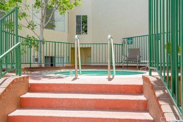 5420 Sylmar Avenue, Sherman Oaks CA: http://media.crmls.org/medias/636609a8-15b6-4036-8c18-764f2dcd7949.jpg