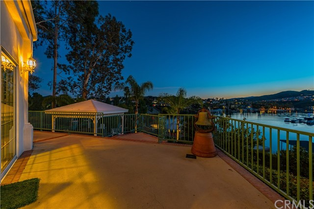 22411 Canyon Club Drive, Canyon Lake CA: http://media.crmls.org/medias/636b04c4-2577-48f3-9382-f11cd984aa1b.jpg
