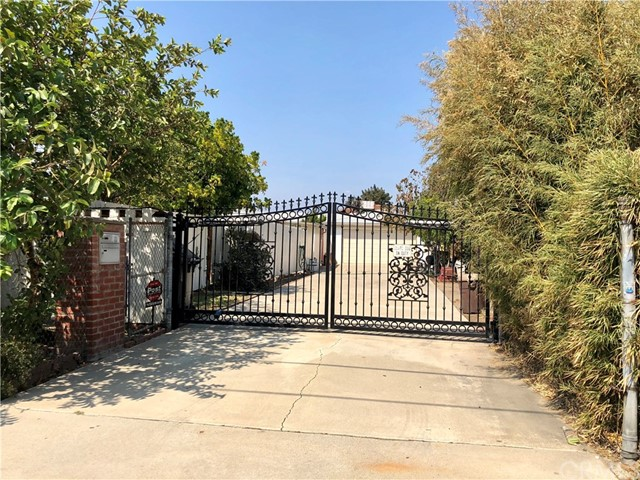 13333 Earl Avenue, Baldwin Park CA: http://media.crmls.org/medias/6373f0dd-51ca-4814-b8f0-42074c5ee145.jpg