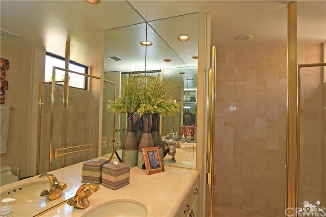45575 Alta Colina Way, Indian Wells CA: http://media.crmls.org/medias/63850e5c-be00-4341-b4e2-c83018f59139.jpg
