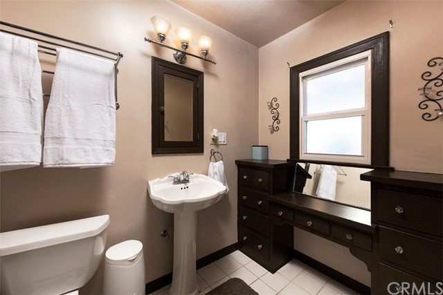 790 Carhart Avenue, Fullerton CA: http://media.crmls.org/medias/63bdbee0-6444-4b1b-9050-43dd9a698cf1.jpg