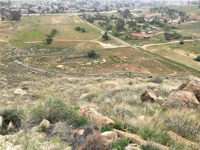 11275 Eagle Rock Road, Moreno Valley CA: http://media.crmls.org/medias/63d32281-dec4-4c91-ba98-1d827d45a7dd.jpg