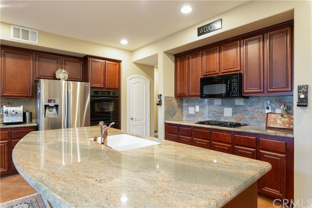 28481 OASIS VIEW CIRCLE, MENIFEE, CA 92584  Photo 9