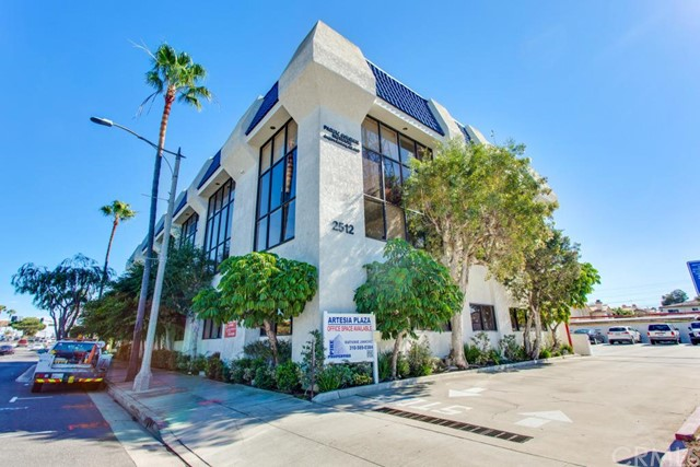 2512 Artesia Boulevard, Redondo Beach CA: http://media.crmls.org/medias/6400b438-f30f-451d-9b43-1909beaef128.jpg