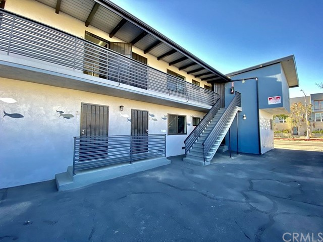 1024 Pico Boulevard, Santa Monica CA: http://media.crmls.org/medias/6404c440-f34e-49e5-b5c0-2c854bf75d62.jpg