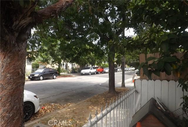 1088 Saint Louis Avenue, Long Beach CA: http://media.crmls.org/medias/640ac6c0-d4cb-467c-ba5a-43d342efd40a.jpg