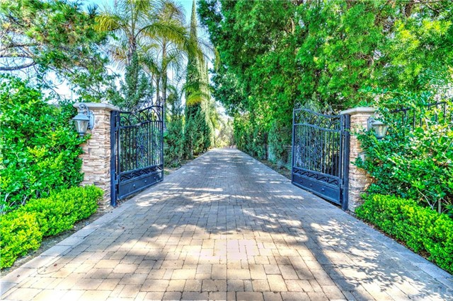Single Family Home for Sale at 100 South Belleza St 100 Belleza Anaheim Hills, California 92807 United States