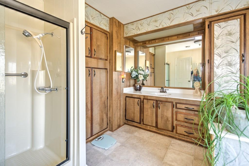 336 Walnut Drive, Lakeport CA: http://media.crmls.org/medias/641cfdc7-b8e0-4fa3-b533-6a9d3a1083fb.jpg