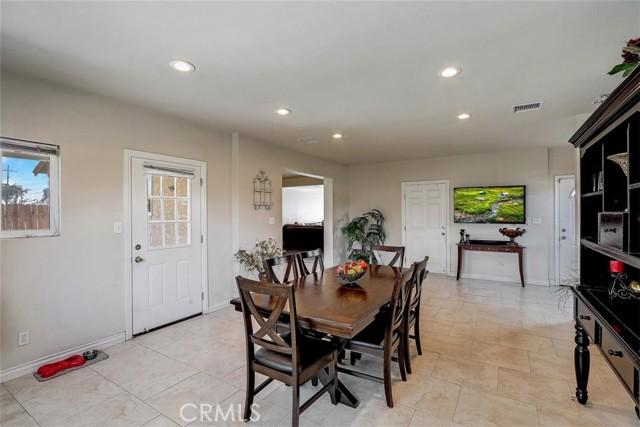 440 W Randall Avenue, Rialto CA: http://media.crmls.org/medias/643c94ca-c63a-4a37-843d-4cdc63ce7d10.jpg