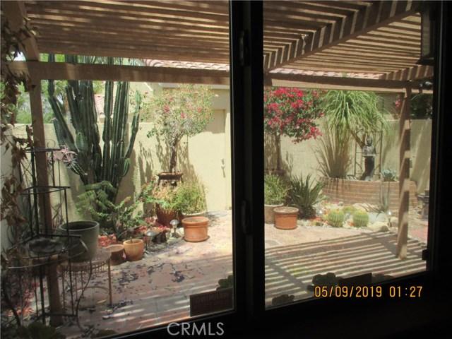 412 Tava Lane, Palm Desert CA: http://media.crmls.org/medias/6458fa08-e5fe-4117-b03a-5ea52b1b89e1.jpg