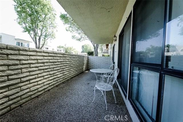 2098 Ronda Granada, Laguna Woods CA: http://media.crmls.org/medias/64691768-152f-4dbd-9158-63e7971aa25a.jpg