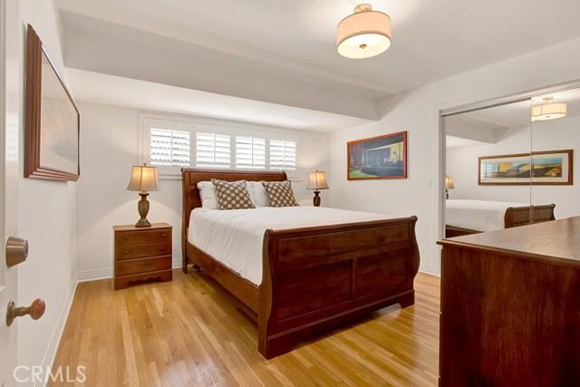 4944 Ledge Avenue, Toluca Lake CA: http://media.crmls.org/medias/647f520d-f2f2-48d8-8dfd-a5a0bab5df5d.jpg