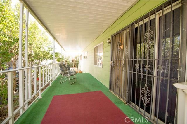 725 W Thornton Avenue, Hemet CA: http://media.crmls.org/medias/64b70a37-256f-42a3-9b4d-8f1d8d5bf875.jpg