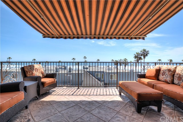 Single Family Home for Sale at 807 Pacific Street N Oceanside, California 92054 United States