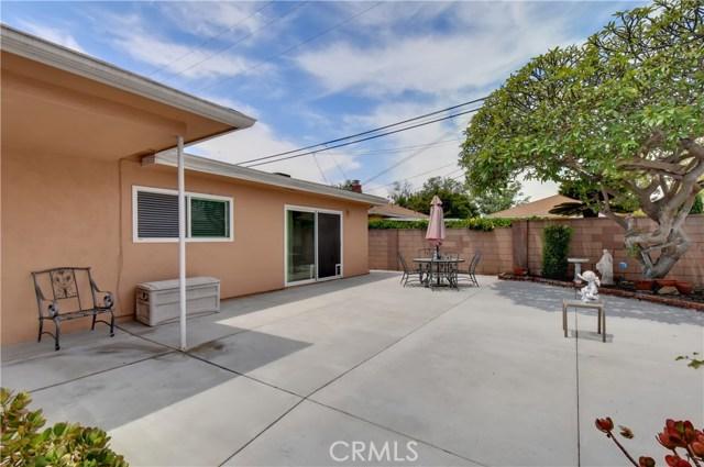 6209 Hungerford Street, Lakewood CA: http://media.crmls.org/medias/64ce5e42-25bf-4efa-81d5-bd4b8ad2c938.jpg
