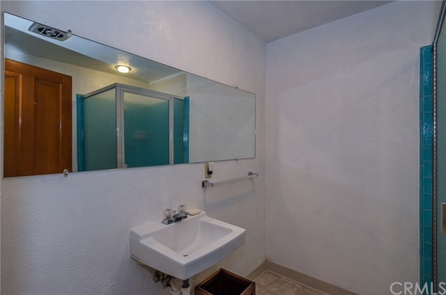 570 Raymond Avenue, Santa Maria CA: http://media.crmls.org/medias/64f6250b-58d0-426f-9298-c3344ecbd87c.jpg