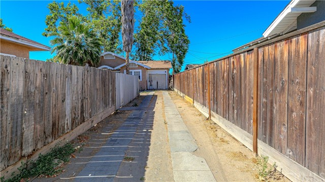 1625 E Olive Avenue, Fresno CA: http://media.crmls.org/medias/65228e23-fddd-426b-aaa1-caeb5b55bb90.jpg