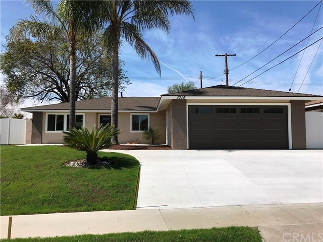 Single Family Home for Sale at 1018 Mohawk Drive S Santa Ana, California 92704 United States
